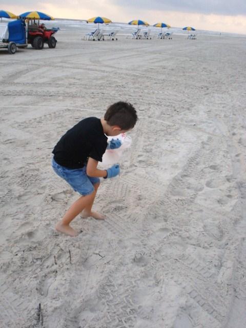 Beach cleanup 006